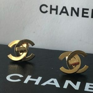 Chanel Earrings with box💗💜💗💜💖